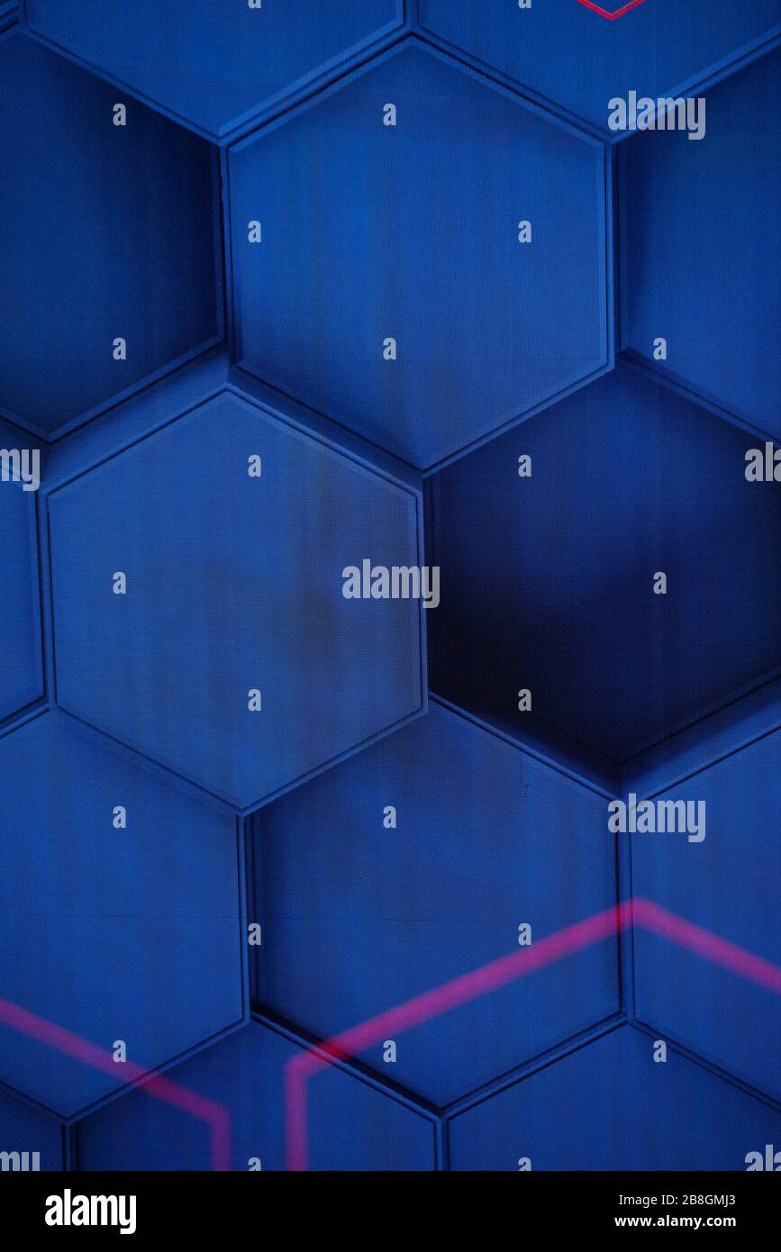 Celdas hexagonales en la pantalla LED Foto de stock