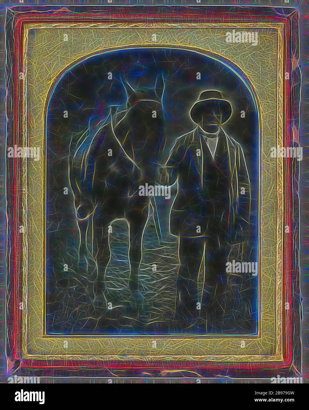 Hombre y caballo, atribuida a fabricante desconocido, americano, alrededor de 1847, daguerreotipo, color a mano, 12 × 8.9 cm (4 3/4 × 3 1/2 in.), Reimaginado por Gibon, diseño de cálido y alegre resplandor de brillo y rayos de luz radiance. Arte clásico reinventado con un toque moderno. Fotografía inspirada en el futurismo, abrazando la energía dinámica de la tecnología moderna, el movimiento, la velocidad y la revolución de la cultura. Foto de stock