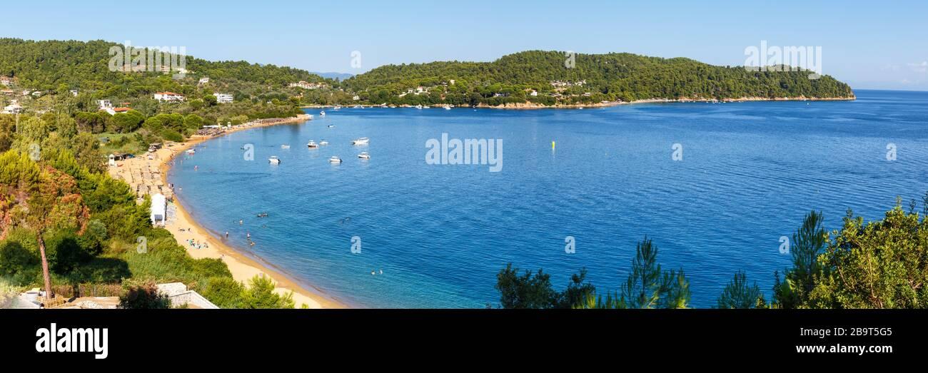 Isla de Skiathos playa Grecia panorámica paisaje Mediterráneo viaje por el mar Foto de stock