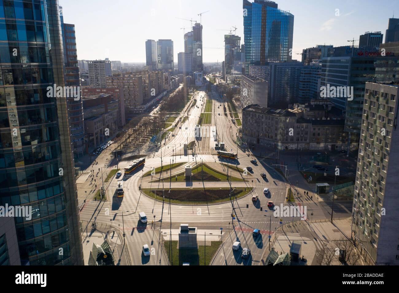 Varsovia durante un brote de coronavirus ot., imagen: 507015144, Licencia: Derechos-manejados, restricciones: , Modelo Versión: No, línea de crédito: Pawel Mamcarz / Forum Foto de stock
