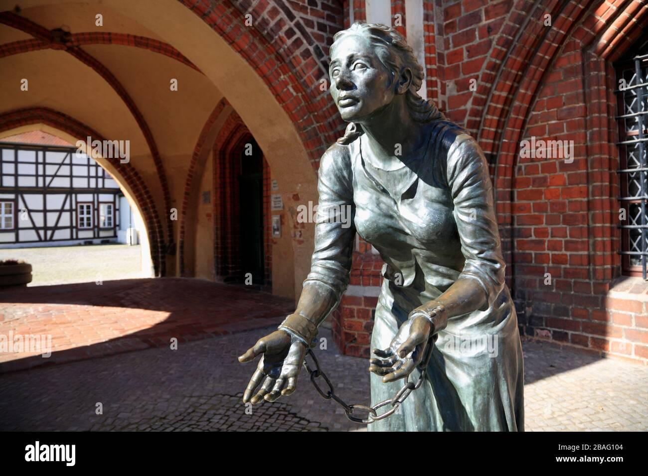 Grete-Minde-Monument,Tangermuende, Tangemünde, Altmark, Sajonia-Anhalt, Alemania, Europa Foto de stock