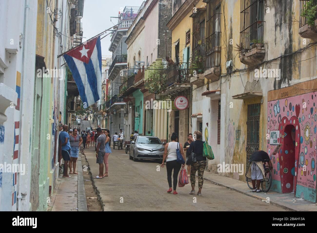 Las cautivadoras calles de la Habana Vieja, la Habana, Cuba Foto de stock
