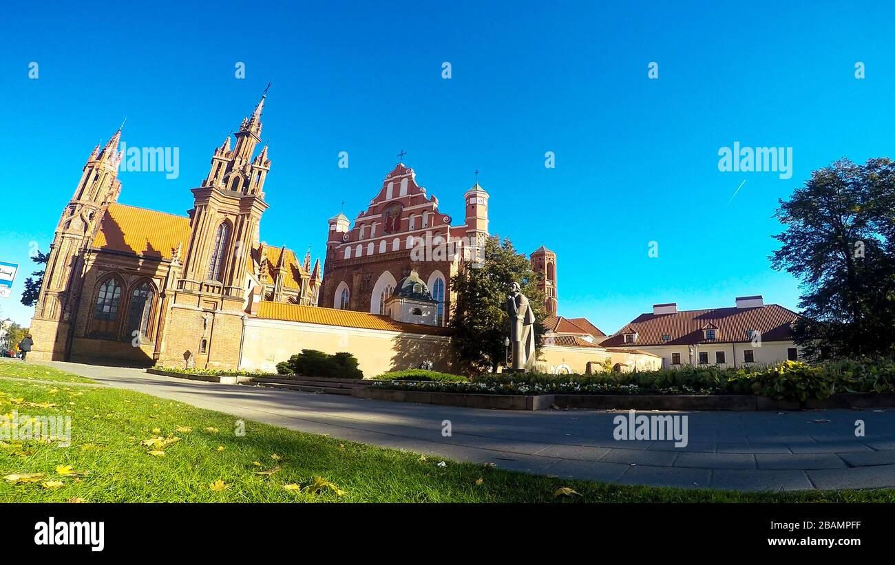 Iglesia de San Annes en Vilnius, Lituania Foto de stock
