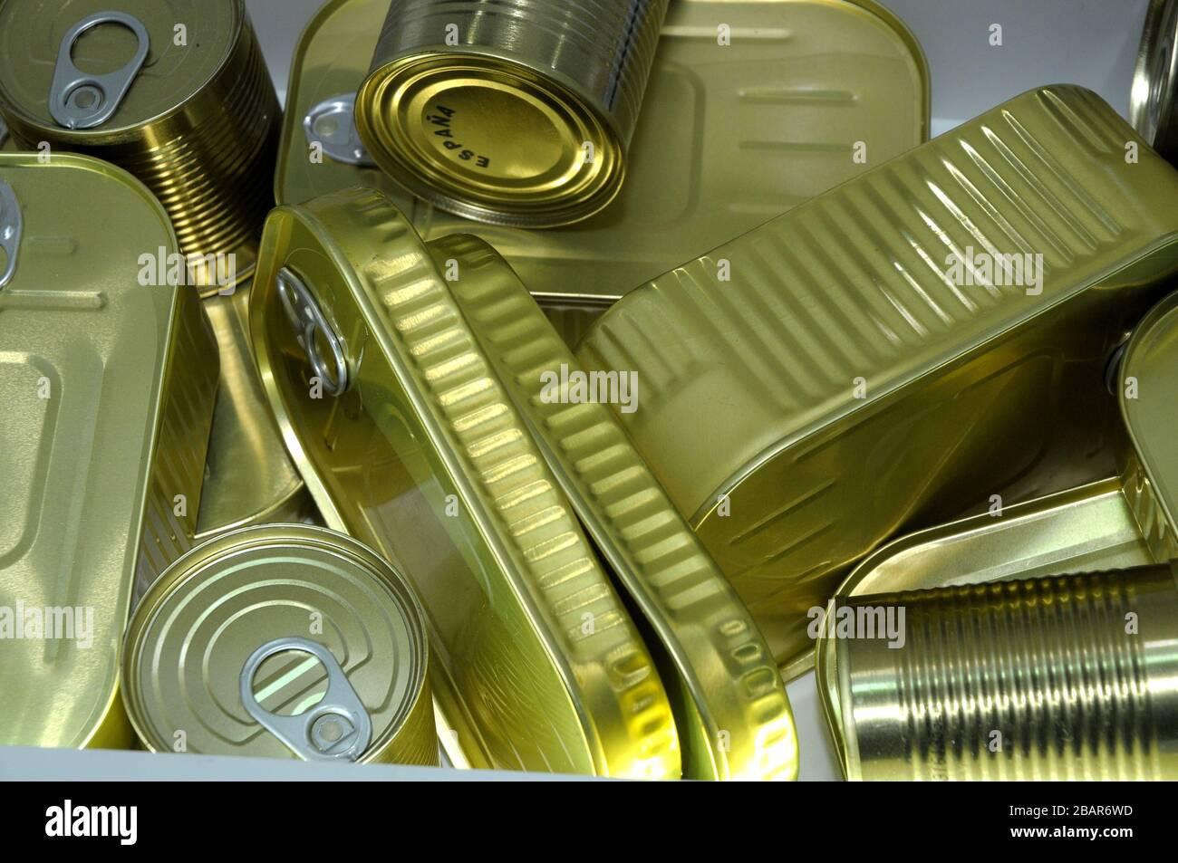 linas , aluminio, reciclado, metal, conservas, latas de conservas Foto de stock