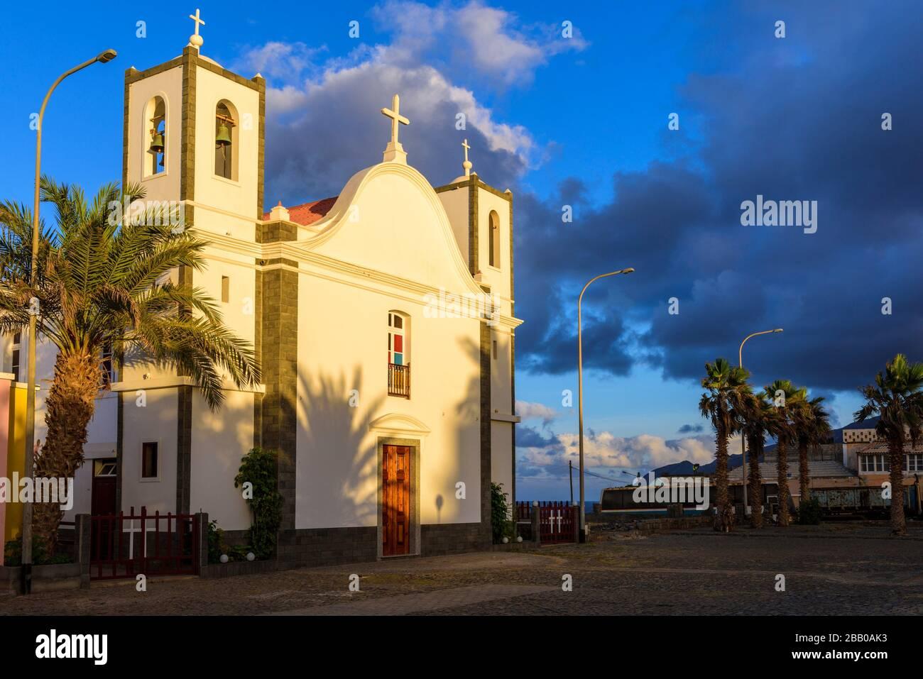 Iglesia de nuestra Señora de la Liberación, Pueblo Ponta do Sol, municipio Ribeira Grande, Santo Antao, Islas Cabo Verde, África. Foto de stock
