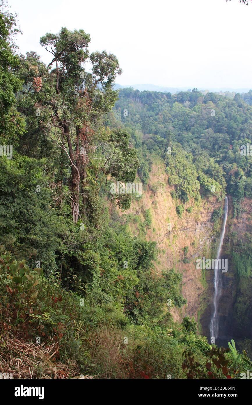 tad fane cascadas en laos Foto de stock