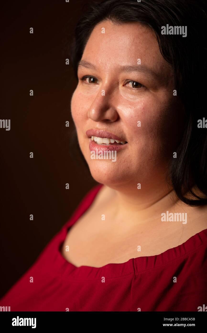 Yasnaya Elena Aguilar Gil, intelectual mixe, aboga por los derechos de los indígenas. Foto de stock