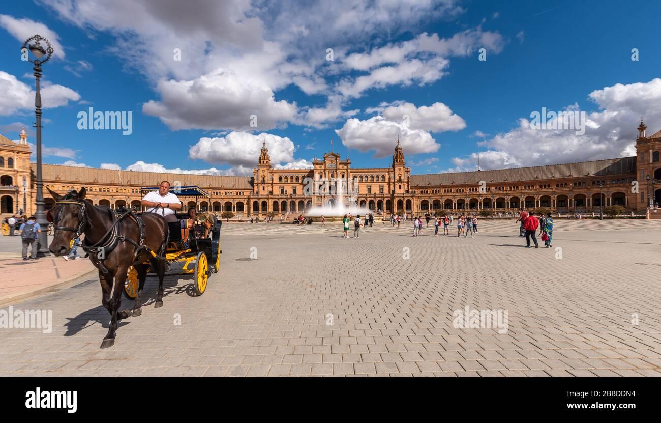 Plaza de España. Sevilla, España. 14 de octubre de 2019. La Plaza de España, diseñada por Aníbal González, fue un edificio principal construido sobre la Maria Lui Foto de stock