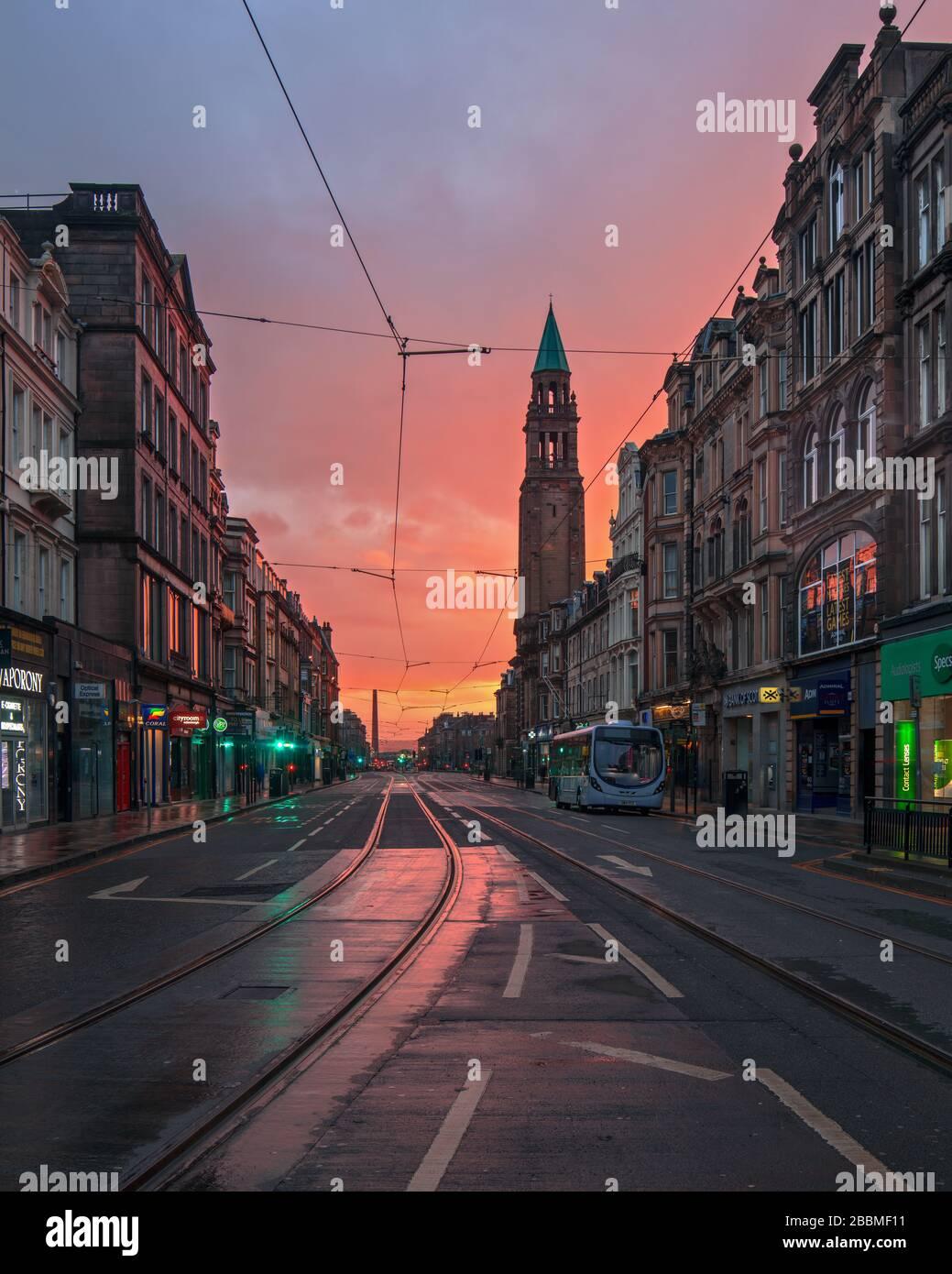 Escena en la capital escocesa de Edimburgo - calles vacías durante el brote de Covid-19. Foto de stock