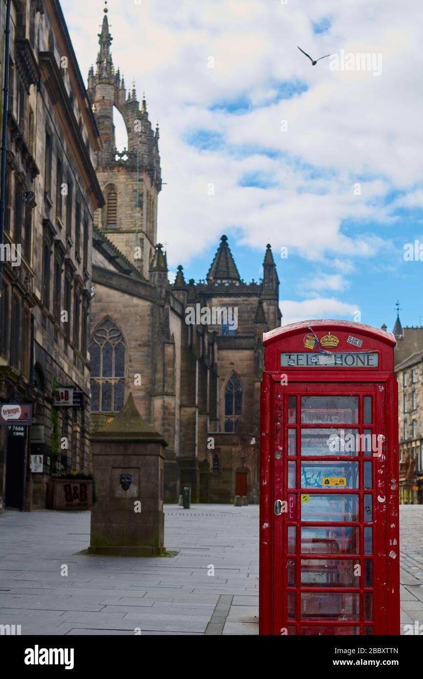 Calles vacías de Edimburgo durante la cuarentena de Covid-19: Royal Mile Foto de stock