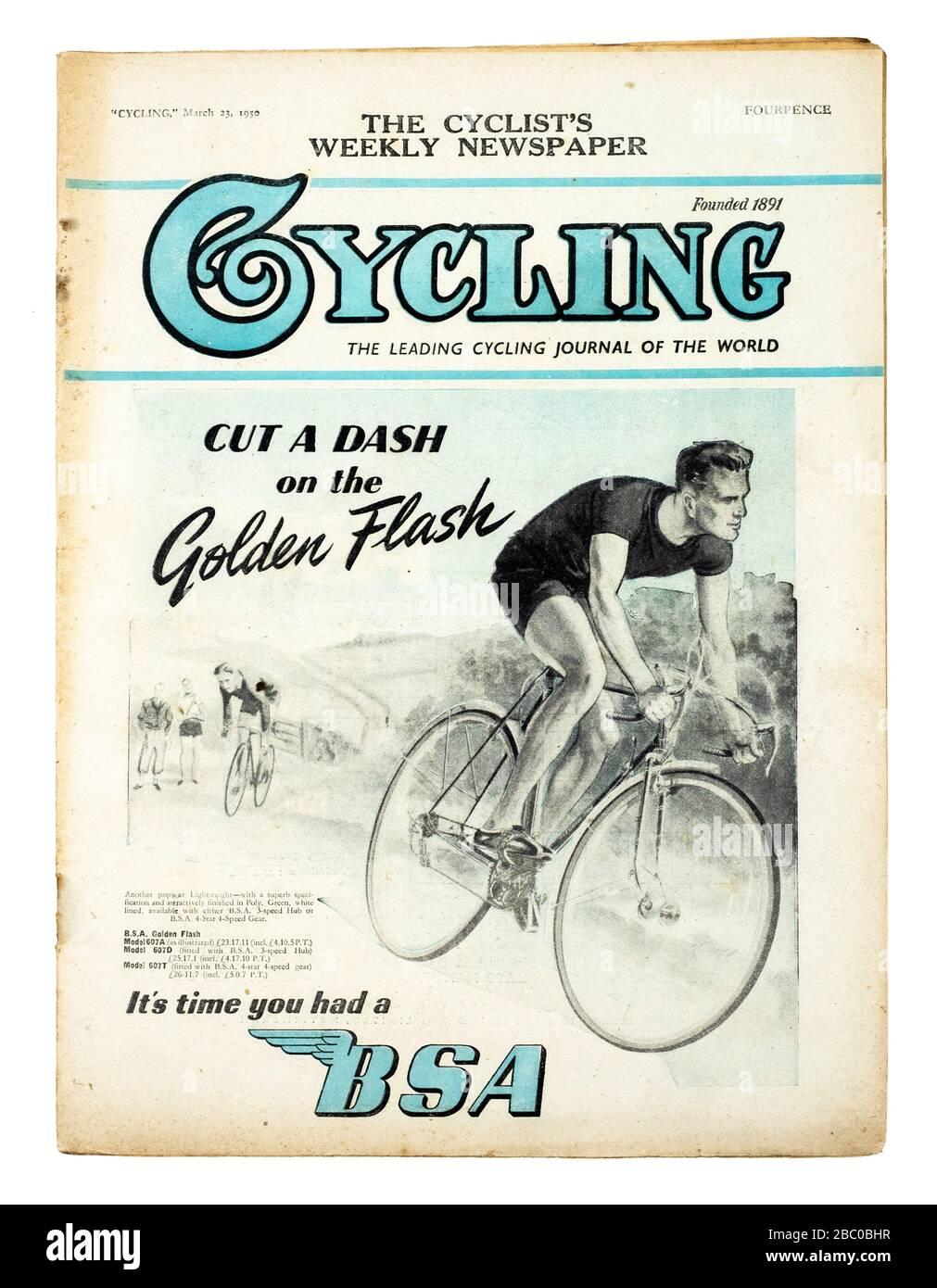 Revista británica de la época 'Ciclismo' de marzo de 1950 promocionando la BSA 'Golden Flash' bicicleta de carreras en la portada Foto de stock