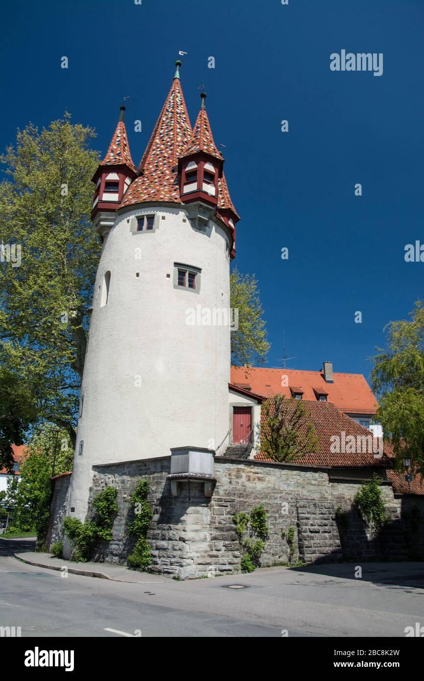 En el extremo occidental del centro de la ciudad en la isla Lindau el Diebsturm fue construido en 1380 como parte de la fortificación de la ciudad y fue utilizado como prisión Foto de stock