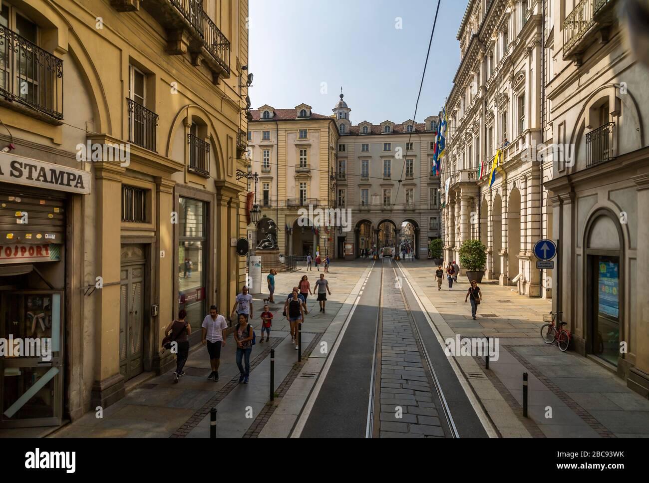 Vista elevada de la calle cerca del Duomo, Turín, Piamonte, Italia, Europa Foto de stock