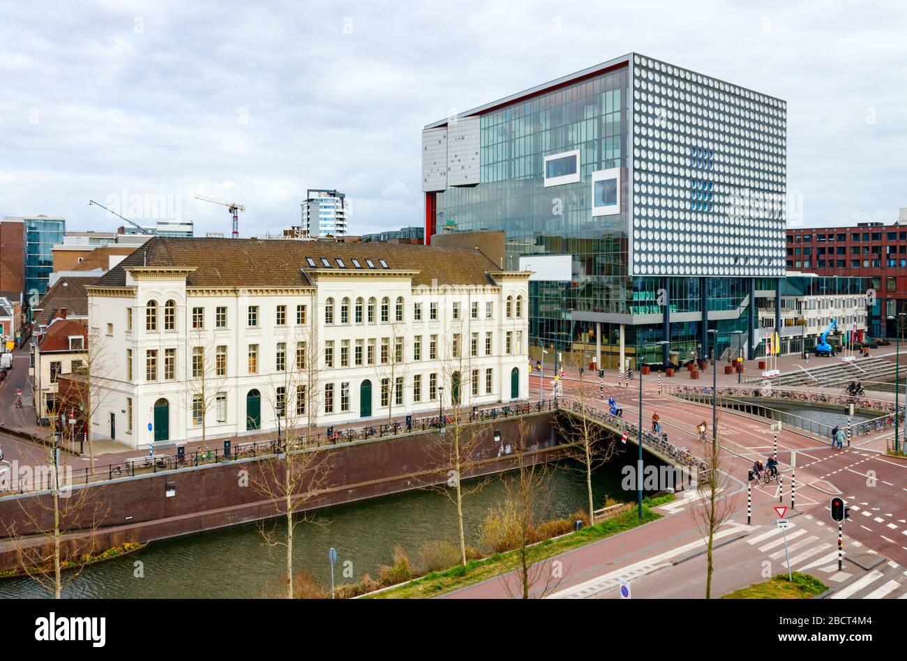 Vista aérea del centro de la ciudad de Utrecht con el teatro musical TivoliVredenburg y el Vinkepand. Catharijnekade, Utrecht, países Bajos. Foto de stock