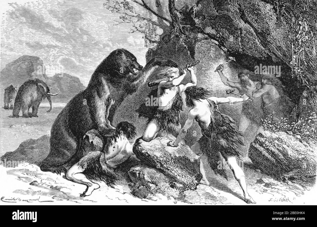 Hombres prehistóricos utilizando palos de madera y hacha de piedra para defenderse de los ataques de un gran oso cueva. El oso cueva (Ursus spelaeus) era una especie de oso que vivía en Europa durante el Pleistoceno y se extinguió al principio del último máximo glacial, hace unos 27,500 años. Las mamografías se pueden ver en el fondo. Un mamoto es cualquier especie del género extinto Mammuthus, proboscideans equipados comúnmente con colmillos largos y curvos y, en especies del norte, una cubierta de pelo largo. Vivieron desde la época del Plioceno (hace unos 5 millones de años) hasta el Holoceno hace unos 4,500 años en A. Foto de stock