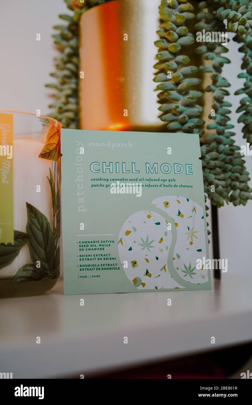 Geles de ojos en modo Chill que contienen aceite de semillas Sativa de cannabis Foto de stock