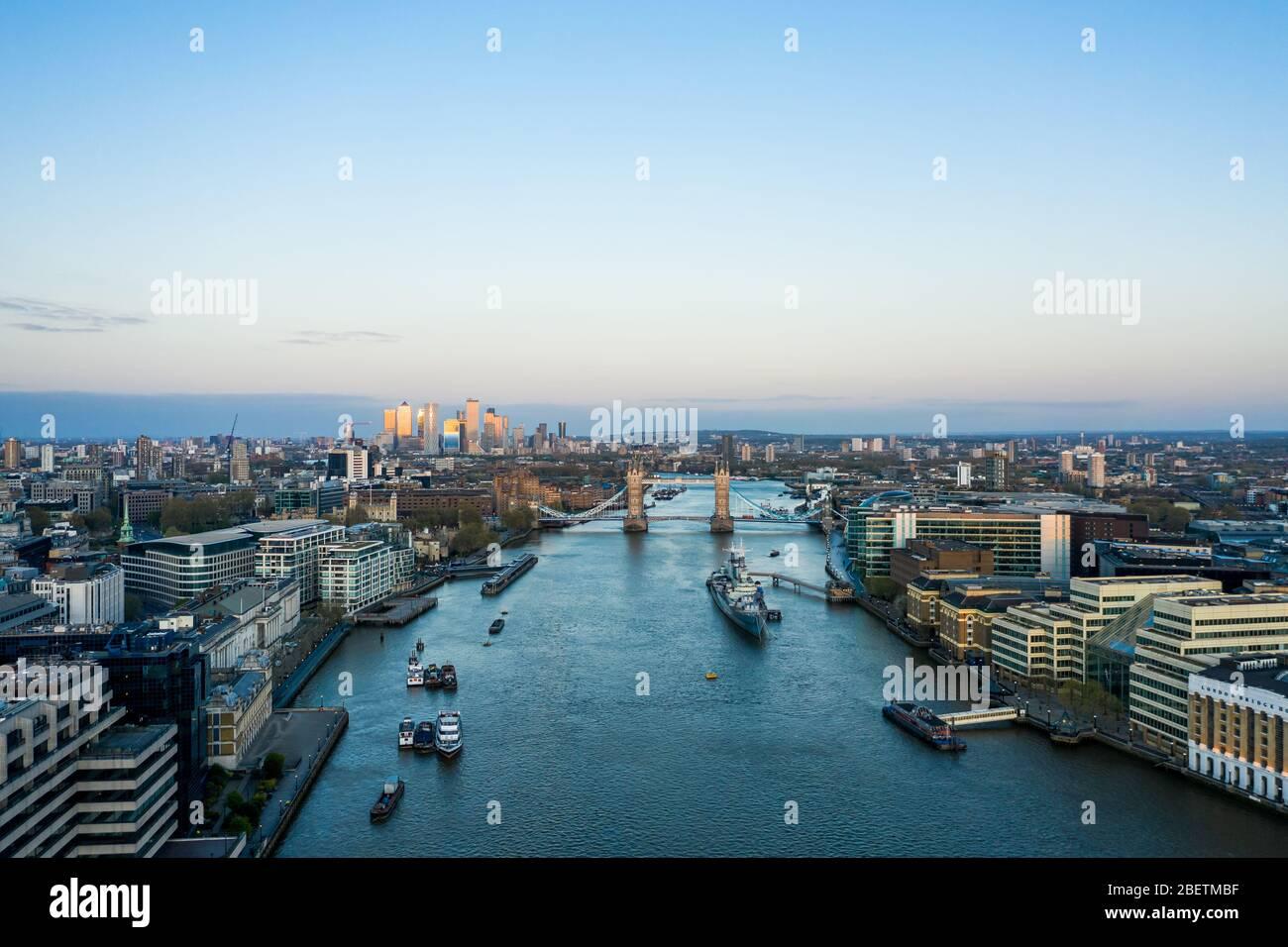 Vista aérea de London Shard de la casa de la ciudad y el puente de Londres Foto de stock