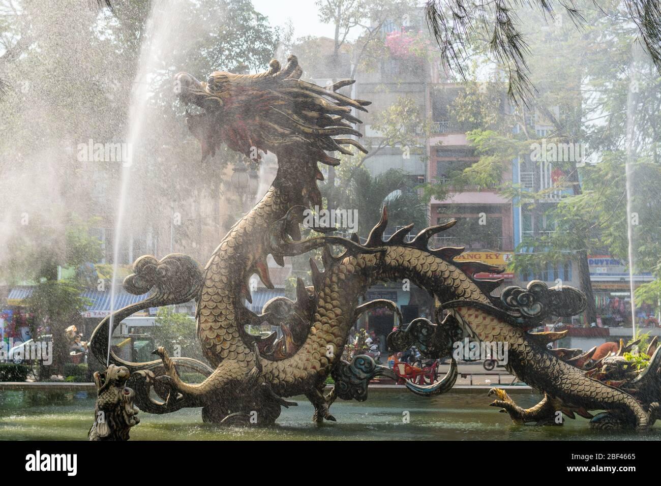 Fuente del Dragón, Ciudad Ho Chi Minh, Vietnam Foto de stock