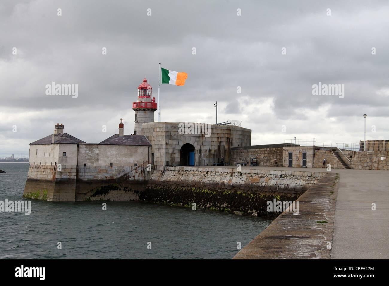 Faro Dun Laoghaire al final del muelle este Foto de stock