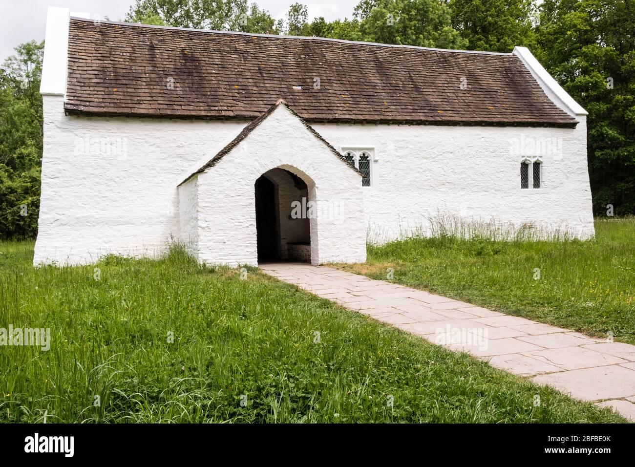 Iglesia de St Teilo en el Museo Nacional de Historia de St Fagans, Cardiff, Gales, GB, Reino Unido Foto de stock
