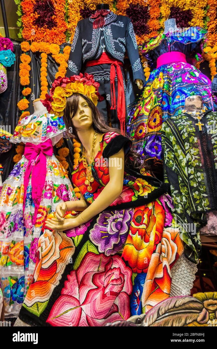 Mercado mexicano en Olvera Street, destino turístico en los Angeles, California, Estados Unidos Foto de stock
