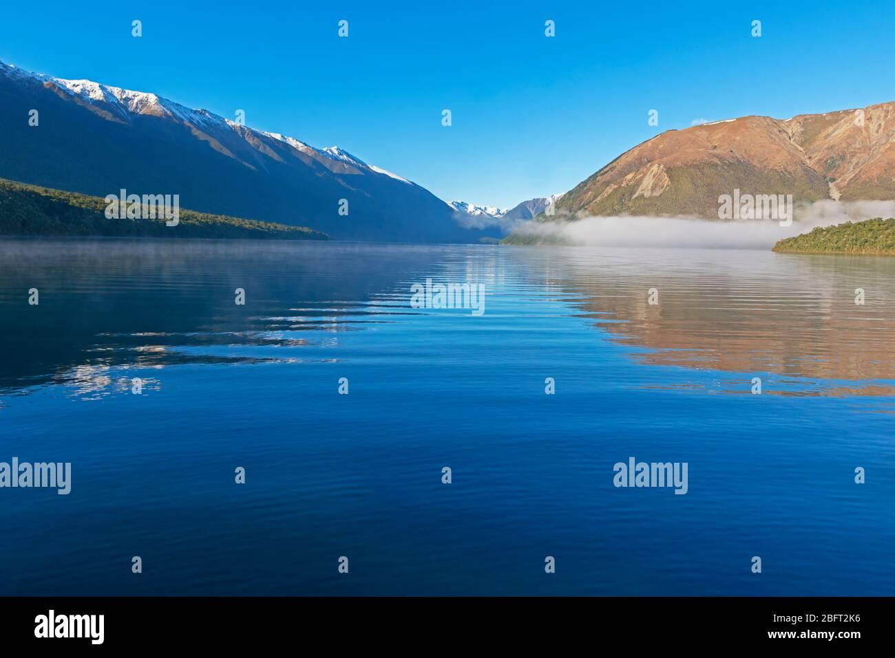 El lago Rotoiti, Parque Nacional de Los Lagos de Nelson, Nueva Zelanda Foto de stock