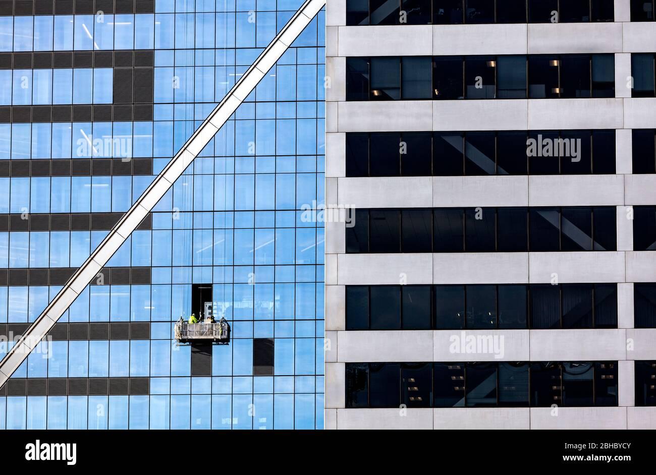 WA17439-00...WASHINGTON - edificios altos y reflectantes en Seattle. Foto de stock