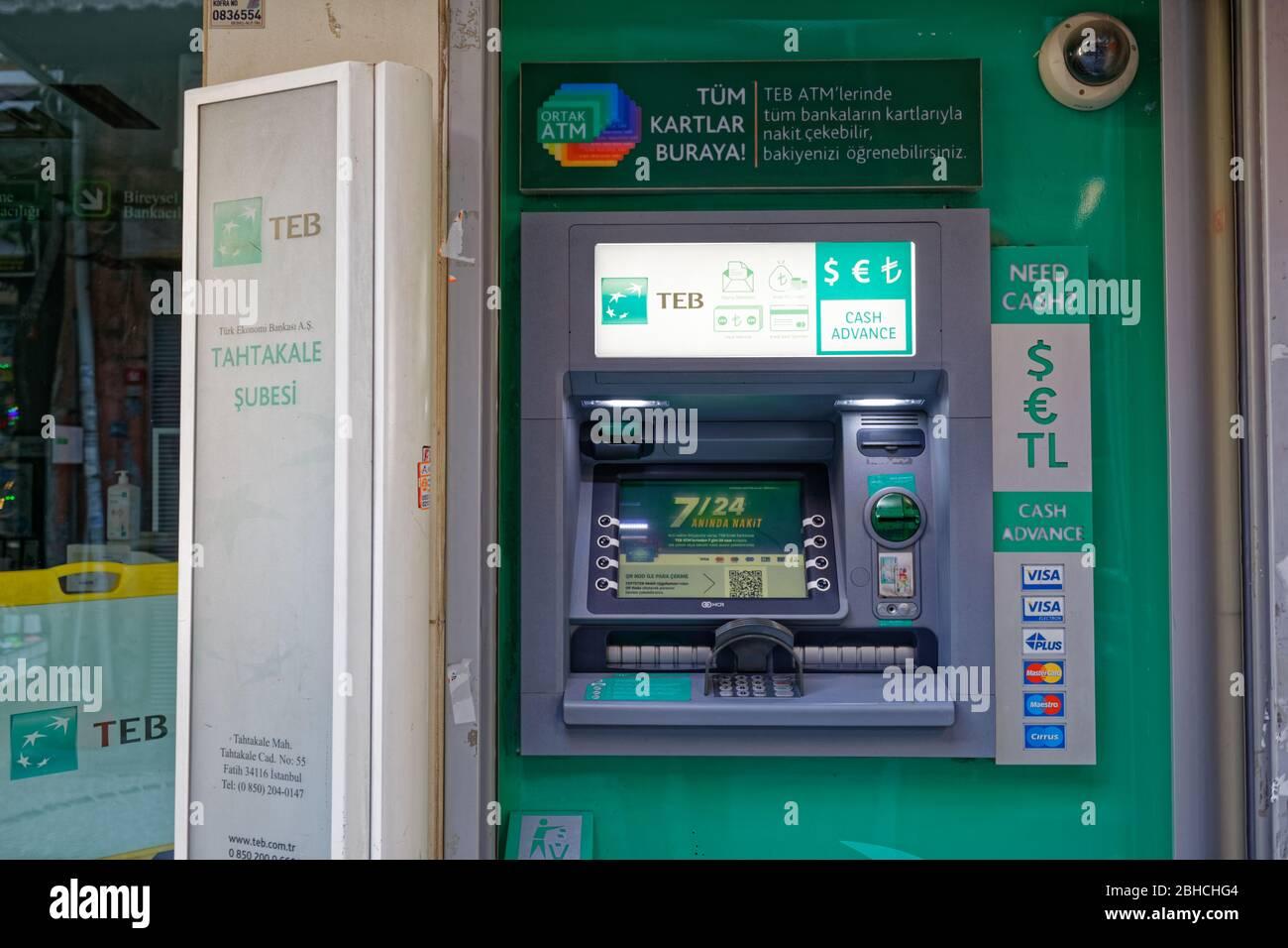 ATM de la sucursal de TEB Tahtakale en Eminonu, Estambul - Turquía. Foto de stock