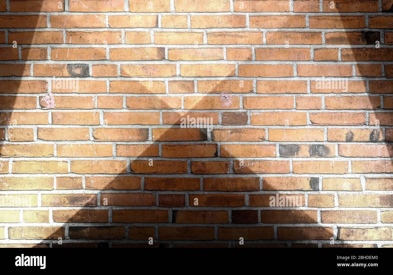 Texturas de paredes de ladrillo envejecidas y desgastadas con iluminación brillante Foto de stock