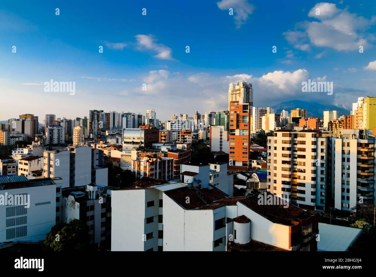 Foto de paisaje urbano de la tarde de la ciudad de bucaramanga, Santander, Colombia. Foto de stock