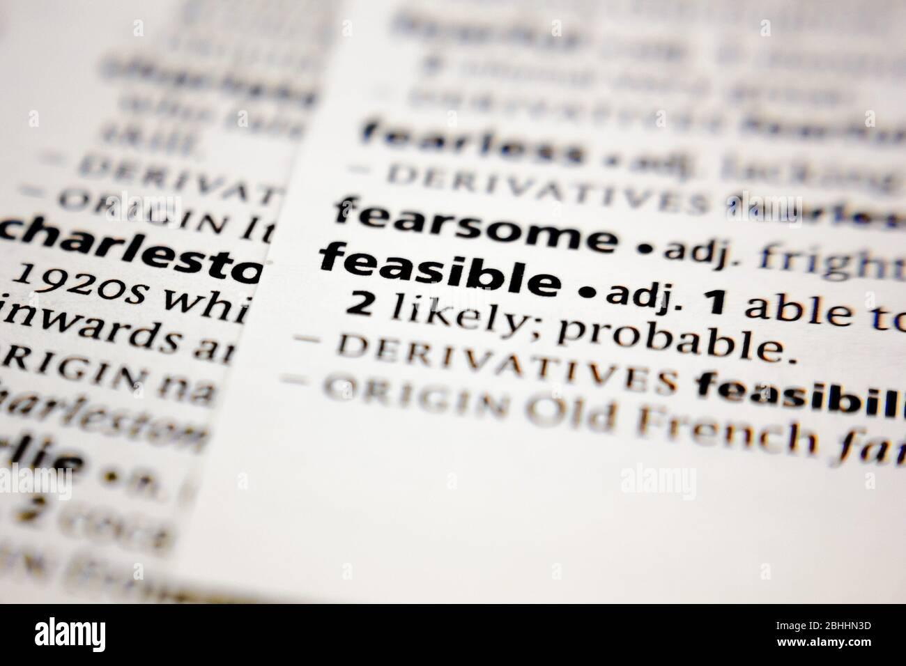 Palabra o frase factible en un diccionario. Foto de stock