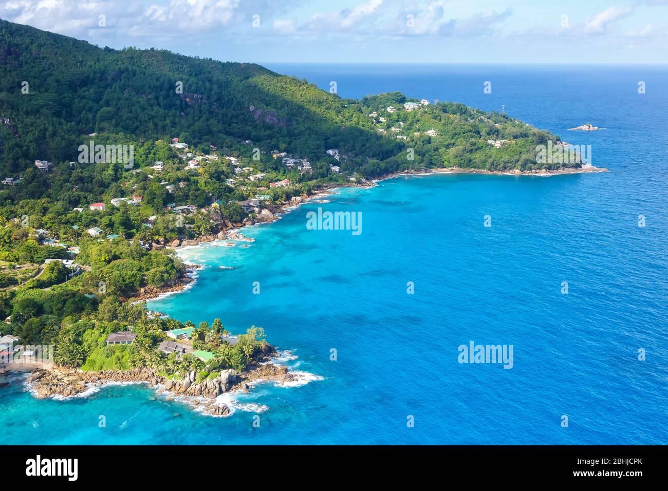 Seychelles paisaje villa de lujo playa Mahe vacaciones océano vista aérea foto viaje Foto de stock