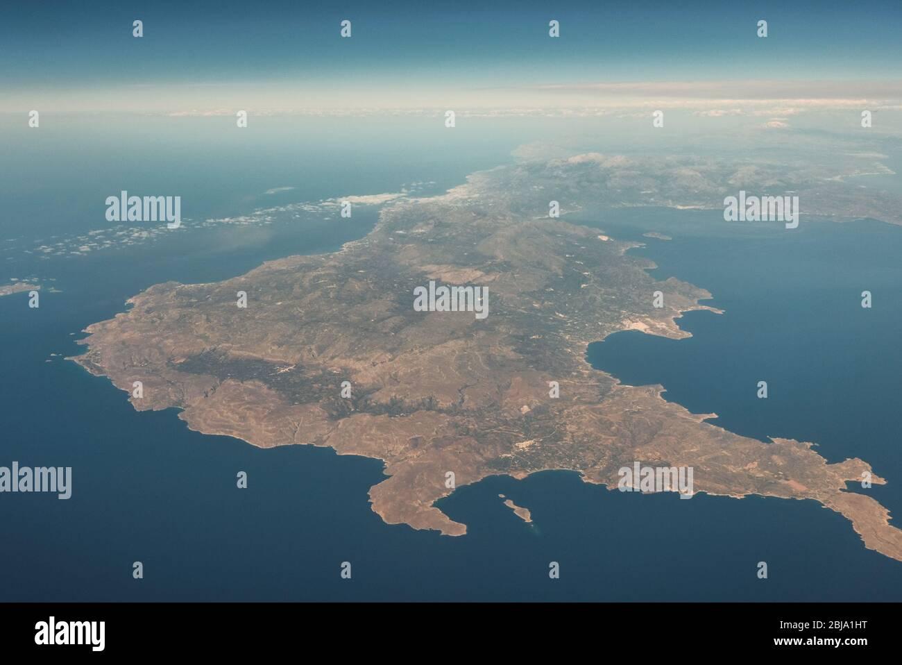 Vista aérea de Creta, la mayor de las islas griegas y una de las islas más grandes del Mar Mediterráneo Foto de stock