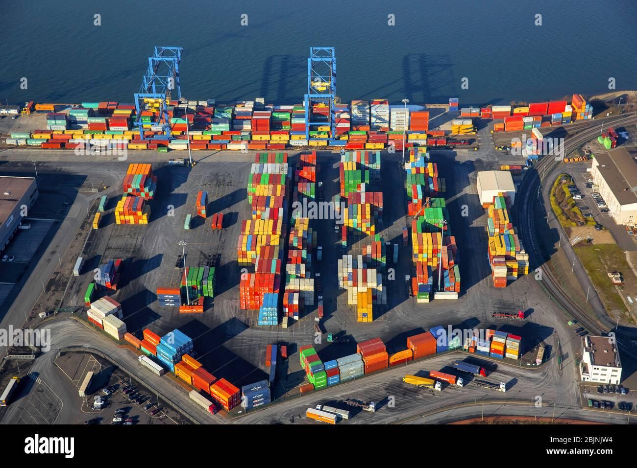 Terminal de contenedores en el puerto interior del puerto Rhein-Ruhr Terminal Gesellschaft fuer Container- und Gueterumschlag mbH Richard-Seiffert-Strasse en Duisburg-Wanheim-, 26.01.2017, vista aérea, Alemania, Renania del Norte-Westfalia, Ruhr Area, Duisburg Foto de stock