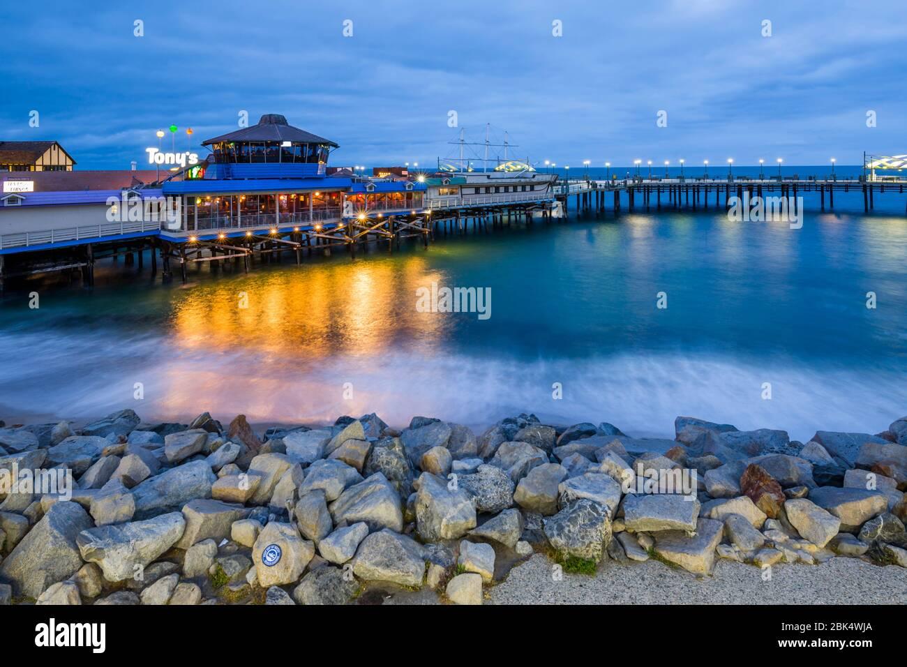 Vista de la playa Redondo Pier al anochecer, Los Angeles, California, Estados Unidos de América, América del Norte Foto de stock