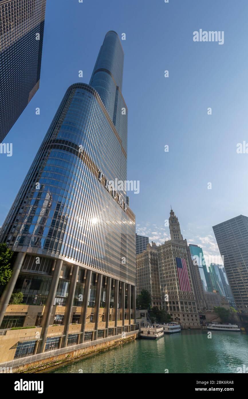 Vista del edificio Wrigley y del río Chicago, Chicago, Illinois, Estados Unidos de América, Norteamérica Foto de stock
