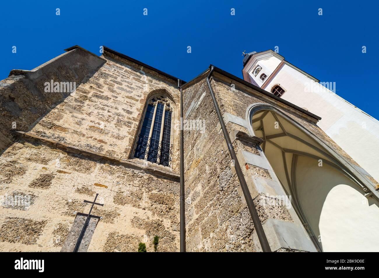 Vista exterior de la iglesia del siglo XV del salón católico Wallfahrtskirche Mariä Heimsuchung en Zell am Pettenfirst, Oberösterreich, Austria Foto de stock