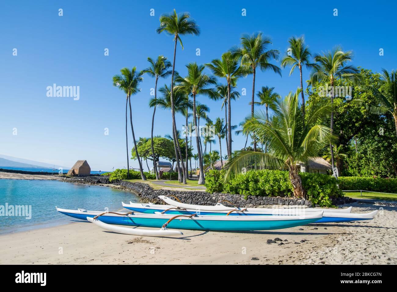 Canoa hawaiana en Kamakahonu Beach Kailua-Kona, Big Island, Hawai Foto de stock