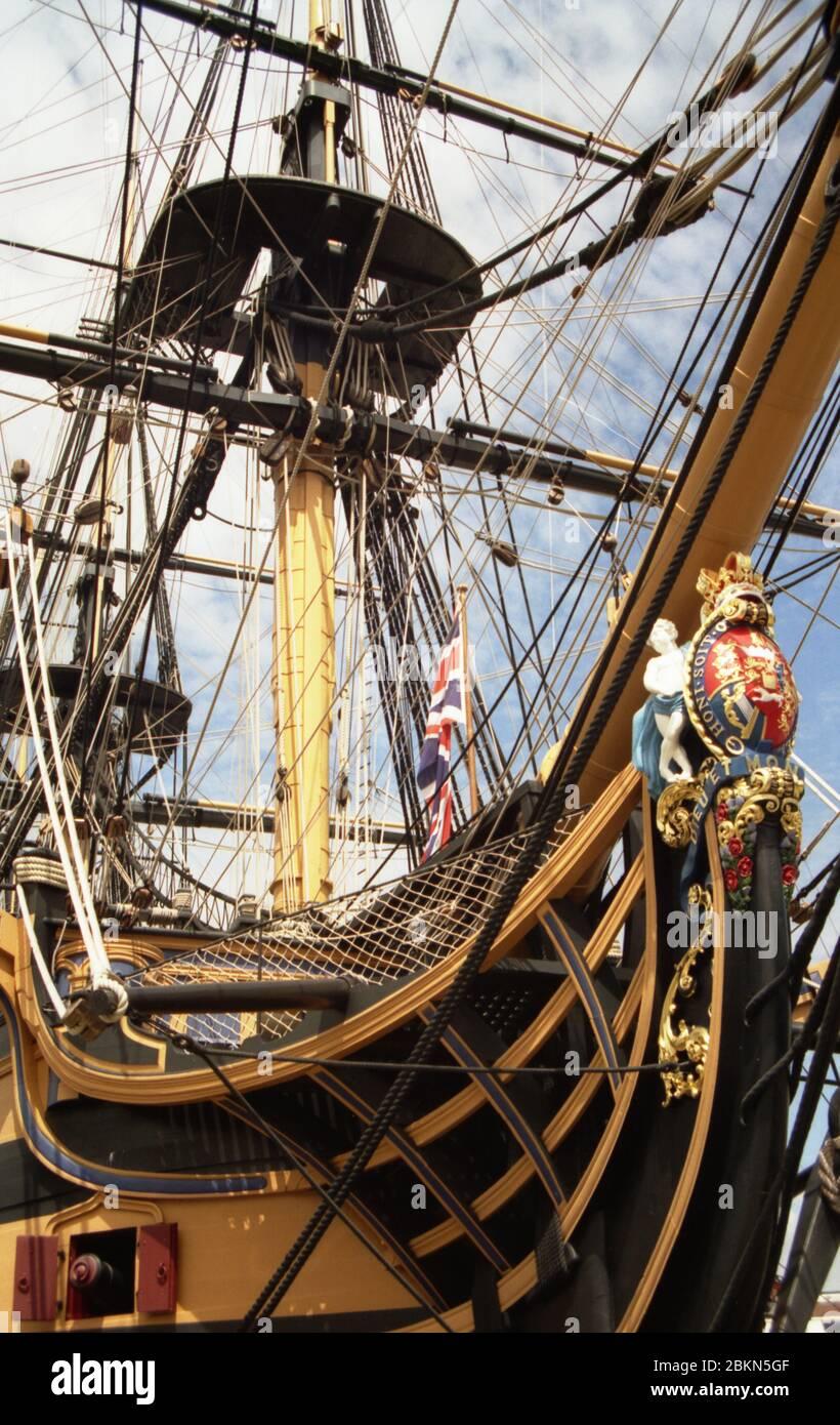 Primer plano de los arcos y cabeza de higuera de H.M.S. Victory, Portsmouth Historic Dockyard, Hampshire, Inglaterra, Reino Unido. Foto de stock