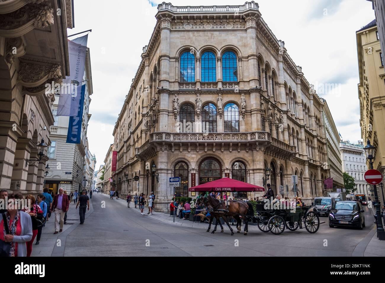 Austria, Viena, el centro de la cafetería? Inaugurado en 1876, se convirtió en uno de los puntos más destacados de la escena intelectual vienesa a finales del siglo XIX Foto de stock