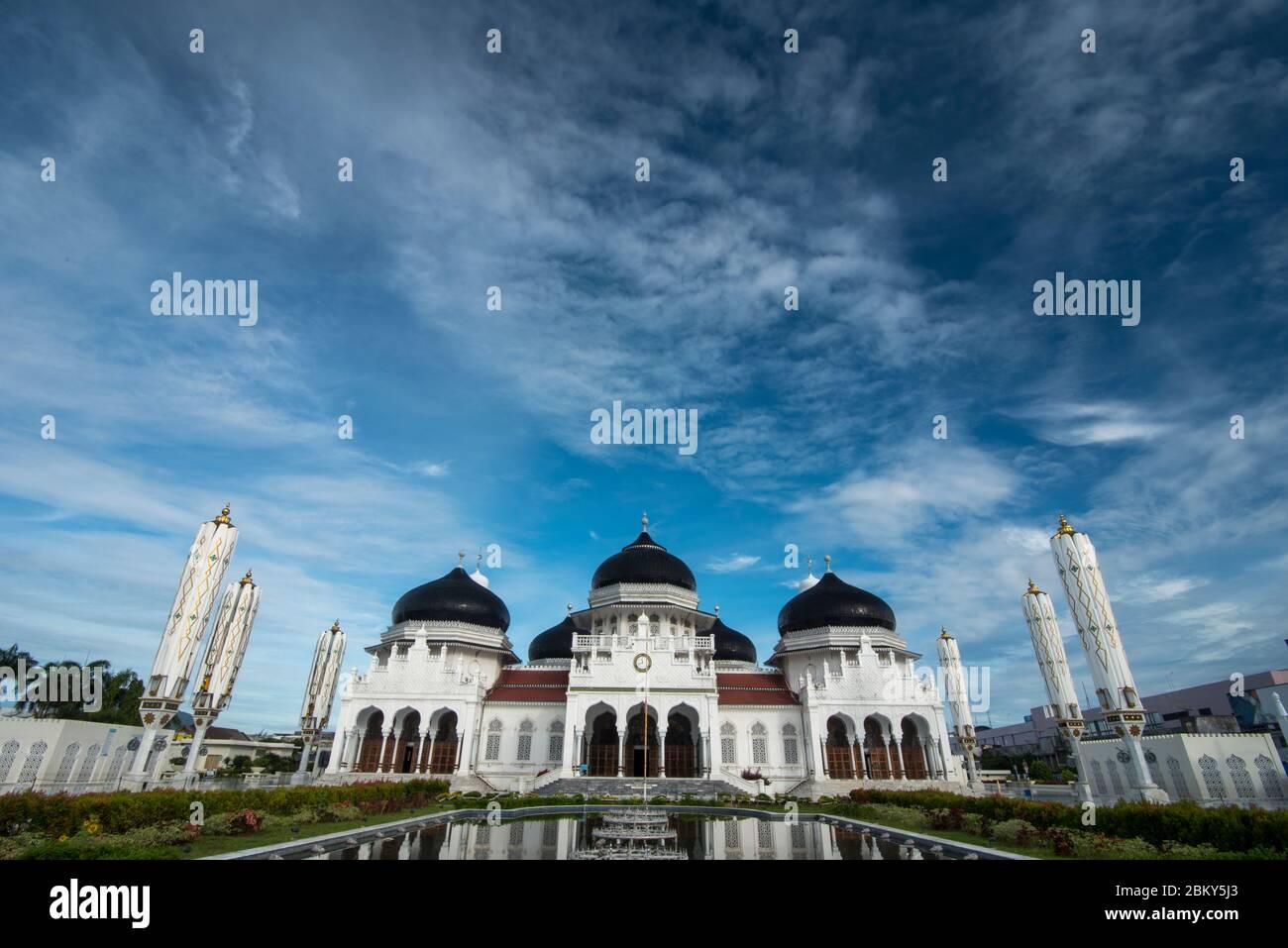La grandeza de la Gran Mezquita Baiturrahman por la mañana en banda Aceh, provincia de Aceh, Indonesia. Miércoles 6 mayo, 2020. Foto de stock