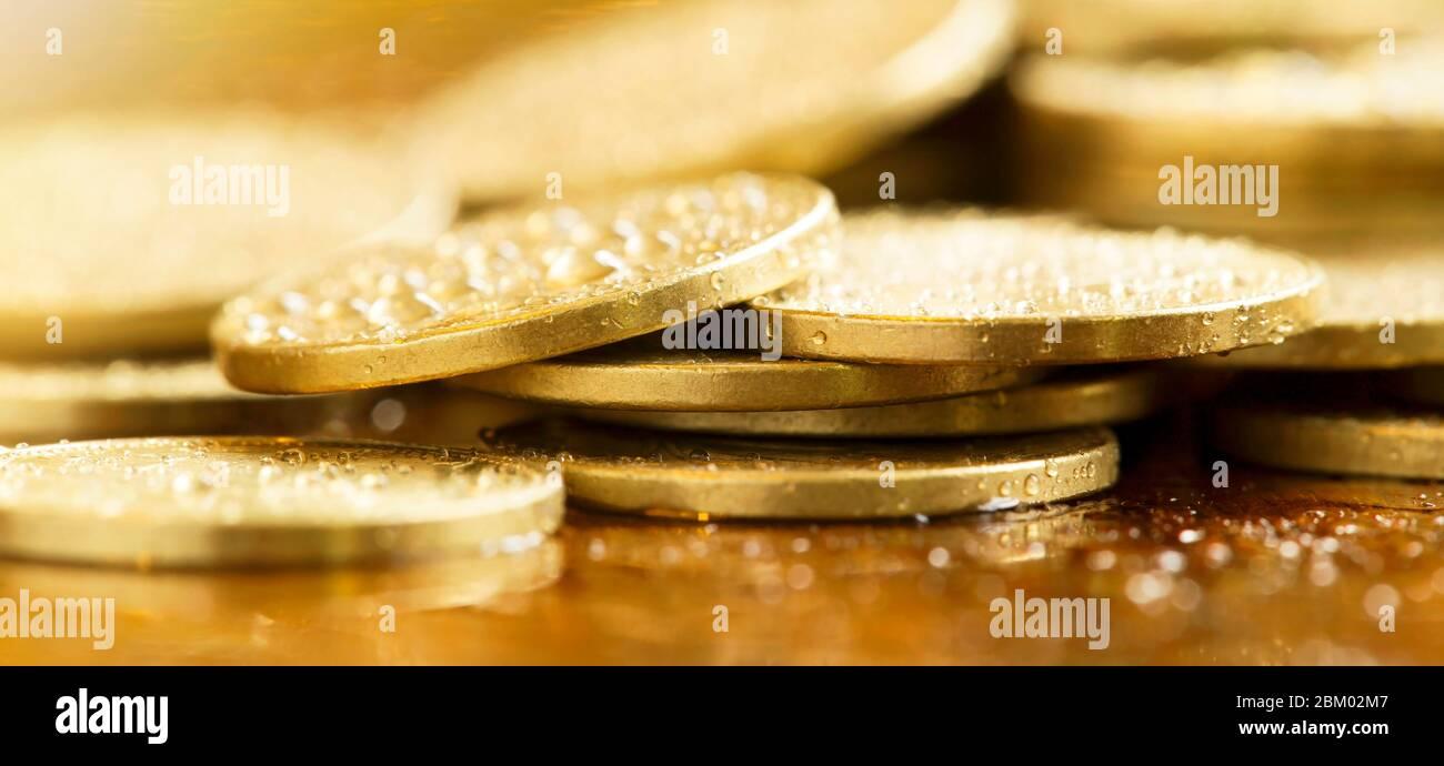 Concepto de éxito de negocio - banner web de monedas de oro Foto de stock
