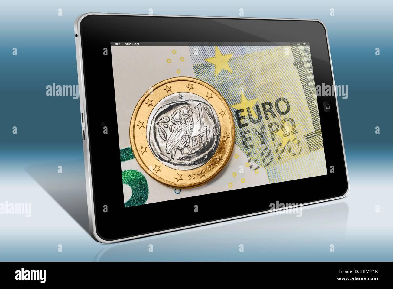 Una moneda de 1 euro de Grecia en un billete de 5 euros, vista en un Tablet PC Foto de stock