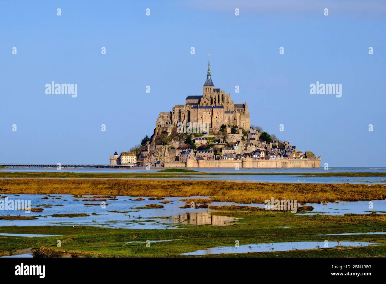 Francia, Normandía, departamento de la Mancha, Bahía del Mont Saint-Michel Patrimonio de la Humanidad de la Unesco, Abadía del Mont Saint-Michel Foto de stock