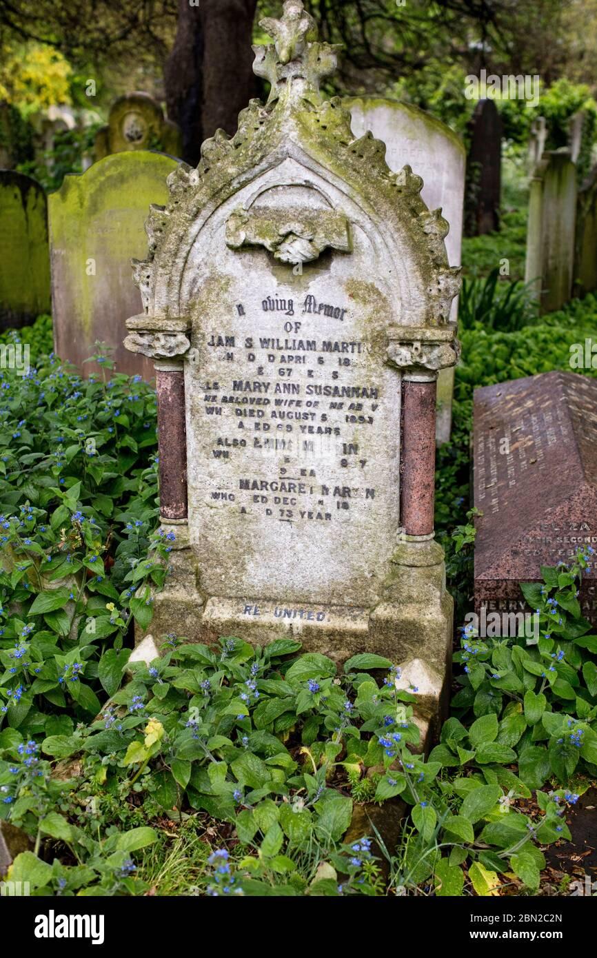 Lápidas en el Cementerio Brompton, Kensington, Londres; uno de los cementerios de Londres 'Magnificent Seven', construido en 1840. Foto de stock