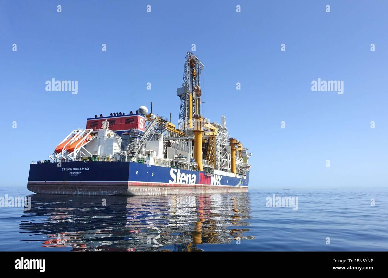 Gibraltar 03 de mayo de 2020: Buque Stena DrillMax anclado en las aguas territoriales británicas en el lado este de Gibraltar Foto de stock