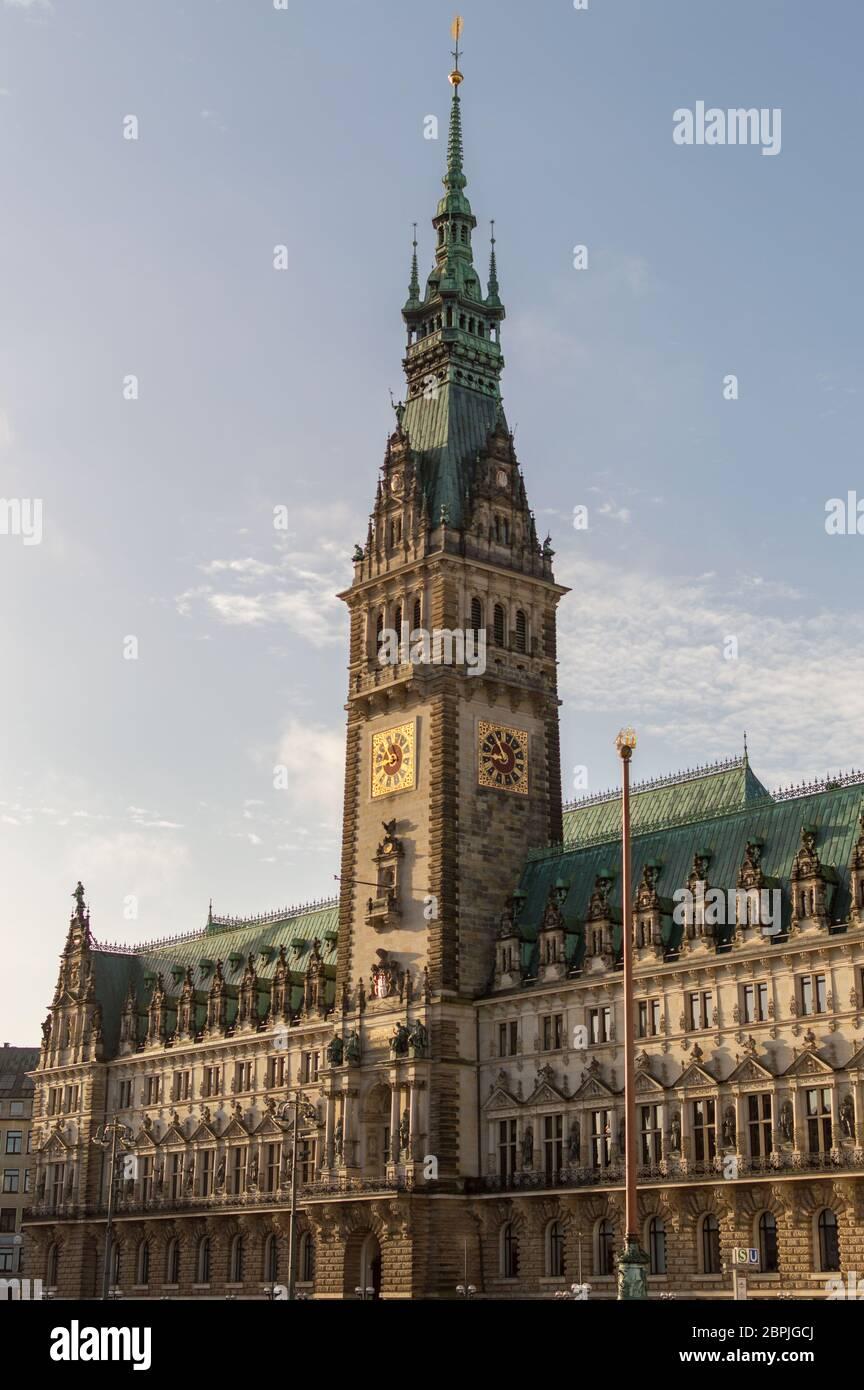 Hamburgo / Alemania - 21 de febrero de 2017: Ayuntamiento de Hamburgo, Hamburger Rathaus, sede del gobierno local de la Ciudad libre y Hanseática de Hamburgo, Germa Foto de stock