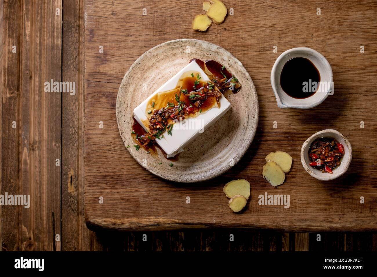 Queso De Soja Japones De Seda Tofu Pieza Entera Con Jengibre Chile Cebolleta Y Salsa De
