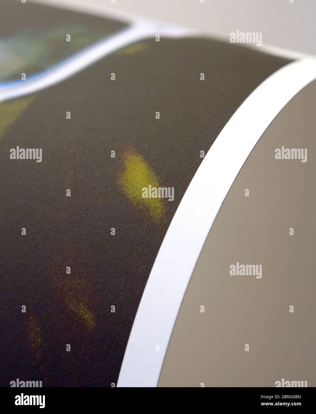 Una impresión fotográfica en color de arte impreso en un acabado mate. Utilizado por artistas y fotógrafos para un acabado de archivo de color dullish y no reflexivo. Foto de stock