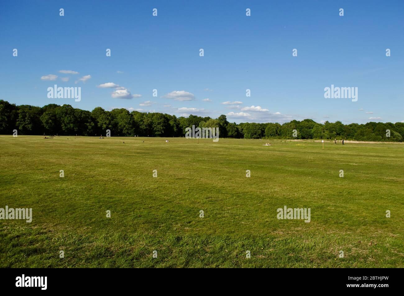 Un campo vacío en Wimbledon Common, Londres, Reino Unido Foto de stock
